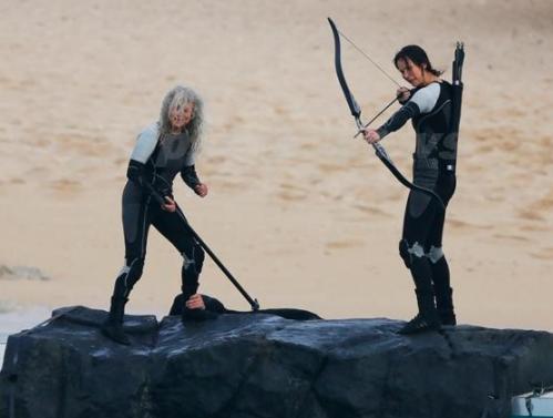 Jennifer Lawrence Lynn Cohen Katniss Everdeen Mags Catching Fire Set