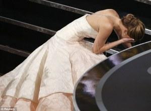 Jennifer Lawrence Oscars Academy Awards 2013 trip fall