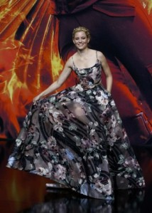 Elizabeth-Banks--The-Hunger-Games-Mockingjay-Part-2-Premiere--01-300x420