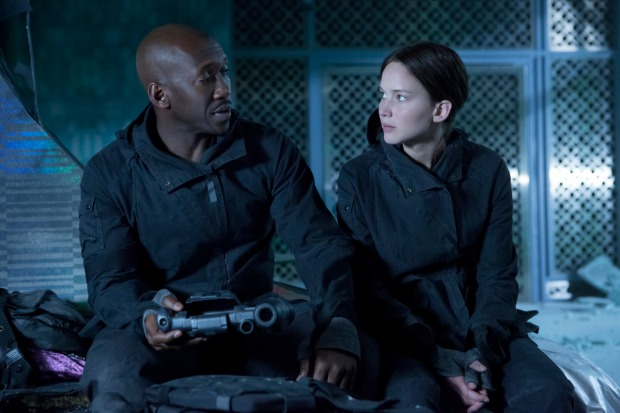 mockingjay+part+2+stills+boggs+katniss